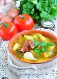 Minestra di verdura con le costole di carne di maiale affumicate Fotografie Stock