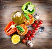 Minestra di zuppa di verdure fredda del pomodoro con pepe Immagini Stock