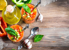 Minestra di zuppa di verdure fredda del pomodoro con pepe Fotografia Stock