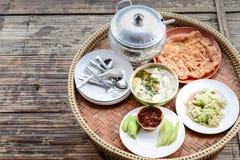 Minestra ed omelette rassodate del porridge della prima colazione tailandese Fotografia Stock