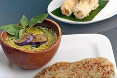 Minestra tailandese del curry con il pancake Fotografia Stock