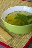 Minestra verde servita stile cinese Fotografia Stock Libera da Diritti