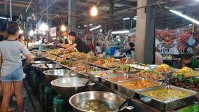 Minestre e l'altro alimento nel mercato tailandese dell'alimento fotografia stock