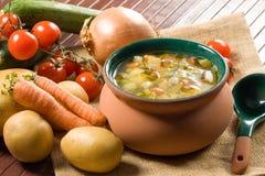 Minestrone - minestra di verdura italiana Fotografia Stock