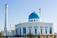 Mineur blanc de mosquée à Tashkent, l'Ouzbékistan Images stock