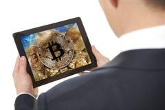 mineur Homme d'affaires travaillant à la tablette digitale Images libres de droits