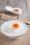 mingau e ovo salgado, estilo chinês do alimento imagens de stock royalty free