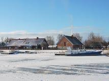 By Minge i vintern, Litauen Arkivbild