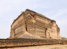 Mingun Pahtodawgyi寺庙在曼德勒,缅甸 免版税库存照片