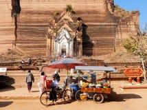 Mingun Pahtodawgyi, masywna niedokończona pagoda, Myanmar, Birma Fotografia Stock