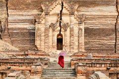 Mingun Pahtodawgyi tempel i Mandalay, Myanmar Royaltyfri Bild