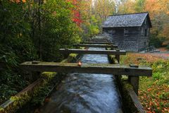Mingus磨房在秋天 库存照片