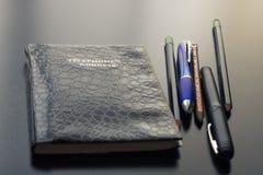 Minha mesa no escritório e nos materiais de escritório imagens de stock royalty free