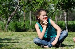 Minha morango favorita! Foto de Stock Royalty Free