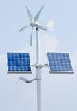 Mini énergie éolienne et panneaux solaires Photographie stock