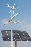 Mini énergie éolienne et panneaux solaires Image libre de droits