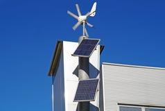 Mini énergie éolienne et panneaux solaires pour l'usage domestique Photos stock