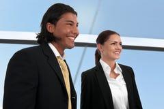 Mini équipe d'affaires diverses sur le site Image stock