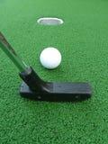 mini agujero del golf imagen de archivo
