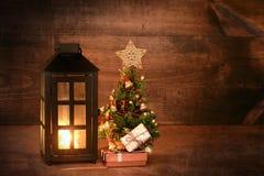 Mini albero di Natale con la lanterna Fotografia Stock Libera da Diritti