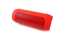 Mini altoparlante rosso sopra sopra fondo bianco Immagine Stock