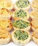 Mini antipasti della quiche nelle righe Fotografia Stock