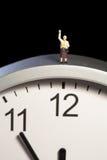 Mini beeldje op een klok Stock Fotografie