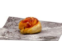 Mini bolo da massa folhada no guardanapo Imagens de Stock
