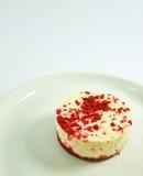 Mini bolo de queijo vermelho de veludo imagens de stock royalty free