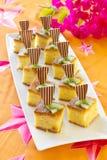 Mini bolos de esponja quadrados Fotografia de Stock
