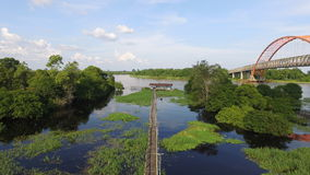 Mini Bridge sobre um lago - Bornéu Imagens de Stock Royalty Free