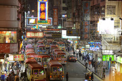 Mini- bussstation i Mong Kok, Hong Kong. Arkivfoto