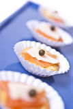 Mini Canapes di color salmone Immagini Stock