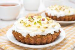 Mini carrot cakes with cream of mascarpone and honey close-up Royalty Free Stock Photos