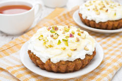 Mini carrot cakes with cream of mascarpone, honey and tea Royalty Free Stock Images