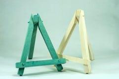Mini cavalletti di legno blu e bianchi Fotografia Stock Libera da Diritti