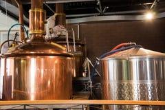 Mini cervecería, hecha del acero inoxidable imágenes de archivo libres de regalías