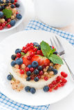 Mini cheesecake with fresh berries on a plate, top view Royalty Free Stock Photos