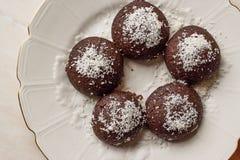Mini Chocolate Brownie Wet Cookies avec la poudre de noix de coco/turc Islak Kurabiye Images libres de droits