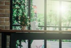 Mini Christmas Tree op Lijst Stock Afbeelding