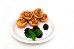 Mini Cinnamon Rolls And Blackberry Royalty Free Stock Photography