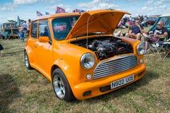 Mini classique orange avec le capot ouvert Photos libres de droits