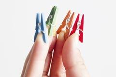 Mini clavijas en los fingeres Fotografía de archivo