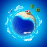 Mini concetto del pianeta. Holiays del puntello di mare. Fotografia Stock