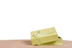 Mini contenitore di regalo verde con il nastro Immagini Stock