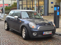 Mini Cooper-Auto geparkt lizenzfreies stockfoto