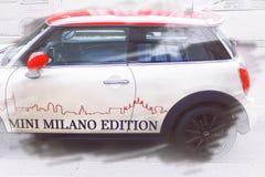 Mini Cooper, la edición automotriz elegante legendaria de Milano fotografía de archivo libre de regalías