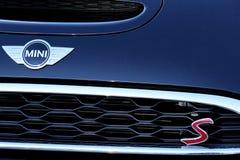 Mini Cooper S Front Emblem And Logo imagem de stock