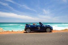 Mini Cooper S Odwracalny do wynajęcia samochód, posiadać roztoka butika hotelem w Kapsztad Obraz Royalty Free