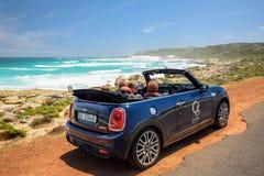 Mini Cooper S Odwracalny do wynajęcia samochód, posiadać roztoka butika hotelem w Kapsztad Obrazy Stock